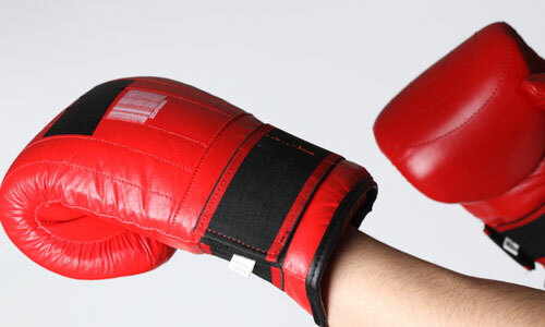 How to choose boxing gloves: we select training equipment