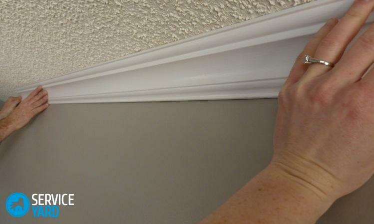 How to glue the ceiling skirting board?