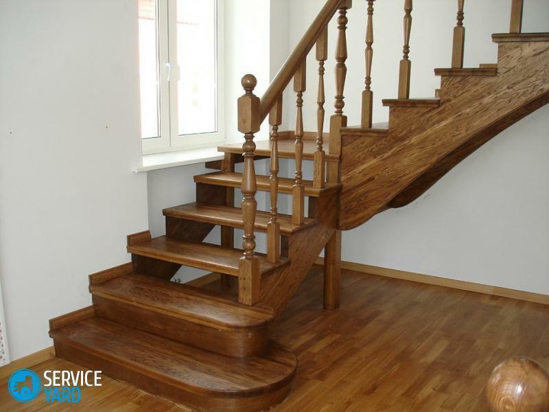 How to paint a wooden staircase in the house on the second floor?