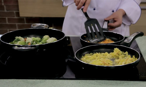 What kind of frying pan is better to choose for cooking tasty and healthy food